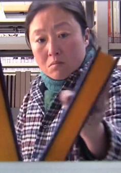 Nỗ lực tự học ngoại ngữ của người phụ nữ thu gom phế liệu ở Trung Quốc