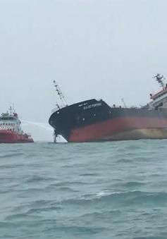 Tàu Aulac Fortune gặp nạn ở vùng biển Hong Kong (Trung Quốc) vẫn có thể cháy nổ trở lại