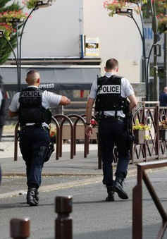 Hai cảnh sát Pháp bị tước vũ khí vì nghi nhiễm tư tưởng cực đoan