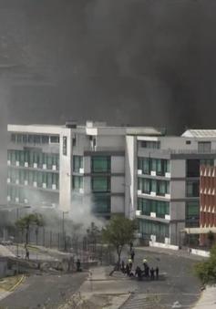 Ecuador: Người biểu tình tấn công đài truyền hình và cơ quan báo chí ở thủ đô Quito