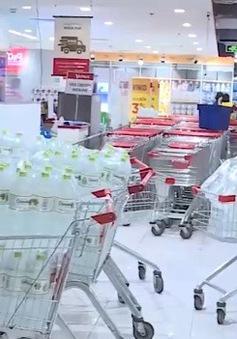 Hà Nội: Nhiều siêu thị cháy hàng nước đóng chai