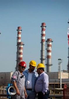 Iran xây cảng dầu mới trên Biển Oman