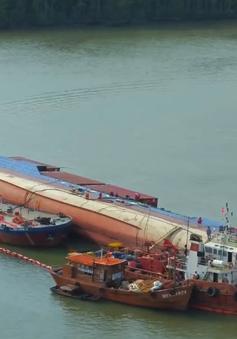 Vụ chìm tàu 8.000 tấn ở TP.HCM: Sự cố tràn dầu cơ bản được kiểm soát