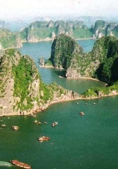 Quảng Ninh dừng tăng phí tham quan vịnh Hạ Long