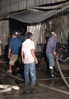 Cà Mau cháy chợ, hàng chục Kiot bị thiêu rụi