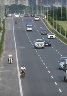 """""""Tử thần"""" rình rập người chạy xe máy đi vào đường cao tốc"""