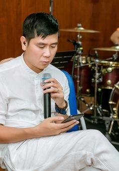 Trước tin đồn ly hôn, Hồ Hoài Anh vẫn đeo nhẫn cưới miệt mài tập luyện tới đêm cùng Khắc Việt