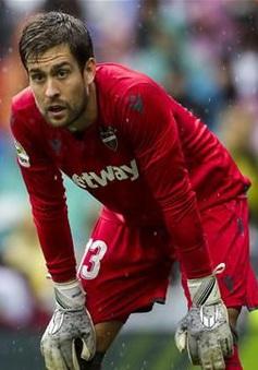 Thủ môn Aitor Fernandez có thể phải nghỉ thi đấu vì lý do đặc biệt