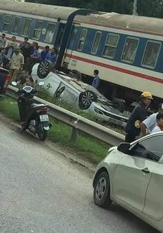 Băng qua đường sắt, nữ tài xế bị tàu tông tử vong