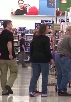 Doanh thu bán lẻ của Mỹ giảm mạnh nhất trong 28 năm