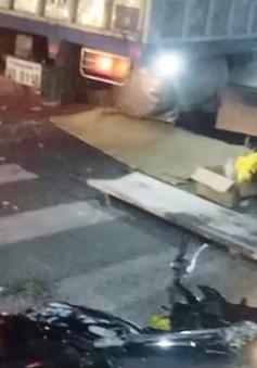 Nghệ An: Xe tải tông hàng loạt người dừng đèn đỏ