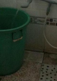 Bất cẩn trong giữ trẻ, bé gái 3 tuổi ngã vào xô nước tử vong