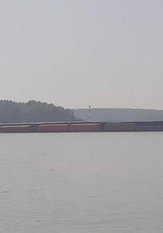 Tiếp tục hút dầu tàu chìm trên sông Lòng Tàu