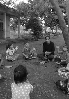 """Chuyện về người phụ nữ hơn 30 năm xóa mù chữ ở """"làng ốc đảo"""""""