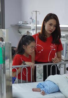 """Diễn viên Hồng Diễm của """"Hoa hồng trên ngực trái"""" kêu gọi nhắn tin ủng hộ bệnh nhi tim bẩm sinh"""
