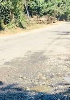 Quốc lộ 24C qua Quảng Ngãi hư hỏng nặng