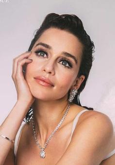 """""""Mẹ rồng"""" Emilia Clarke dễ thương hết mức trên Wonderland"""