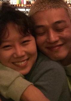 Gong Hyo Jin thể hiện sự ủng hộ dành cho bạn thân Yoo Ah In theo cách... chẳng giống ai