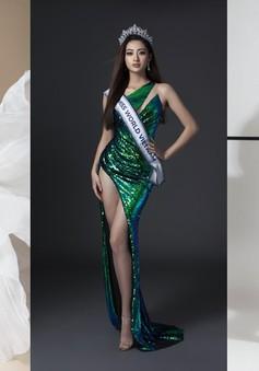 Lương Thuỳ Linh khoe chân dài thẳng tắp trên trang chủ Miss World