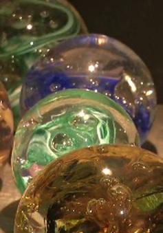 Điêu khắc trên chất liệu thủy tinh nóng chảy
