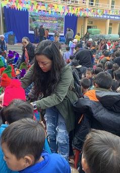 NSƯT Tố Nga đem mùa đông ấm đến trẻ em vùng cao Mù Cang Chải