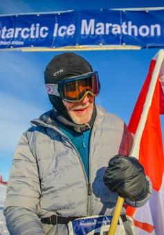 Cụ ông 84 tuổi chạy marathon ở Nam Cực
