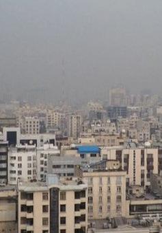 Nhiều trường học ở Iran đóng cửa do khói bụi ô nhiễm dày đặc