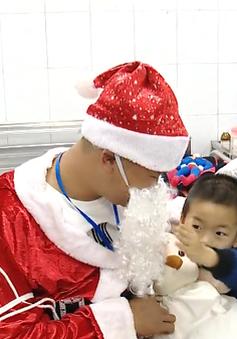 Giáng sinh yêu thương với những bệnh nhi ở Bệnh viện Châm cứu Trung ương