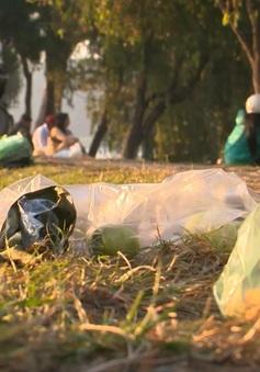 Đà Lạt tràn lan rác thải sau Festival hoa