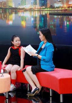 """""""Nữ hoàng ứng xử"""" 7 tuổi Khả Hân """"kể tội"""" ba mẹ trên sóng truyền hình"""