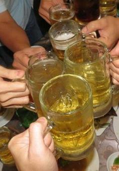 Từ 1/1/2020: Chỉ người đi bộ mới được uống rượu bia khi ra đường?