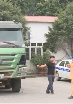 Xử lý vi phạm cơi nới thành thùng xe quá tải ở Ninh Bình