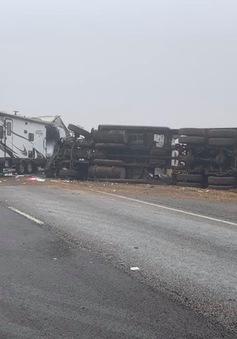 Tai nạn xe tải trên cao tốc Texas do sương mù