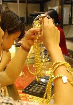 Vì sao giá vàng vẫn tăng mạnh, bất chấp cổ phiếu liên tục lập kỷ lục?