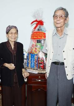 Trưởng Ban Tuyên giáo Trung ương thăm, chúc Tết văn nghệ sĩ tỉnh Bình Dương