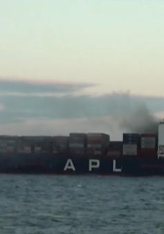 Cảnh sát biển cứu nạn tàu hàng Singapore cháy trên biển Phú Yên