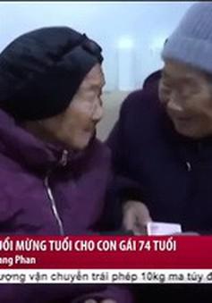 Video mẹ 105 tuổi mừng tuổi con gái 74 tuổi gây xúc động