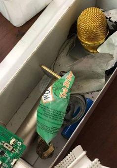 Bắt nghi can đặt thuốc nổ trong micro làm 2 mẹ con bị thương
