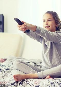 Xem TV nhiều gây nguy cơ béo phì ở trẻ em