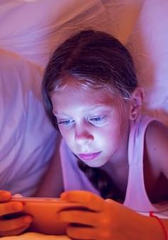 Lạm dụng các thiết bị điện tử - nguy cơ đẩy nhanh quá trình thoái hóa khớp ở trẻ