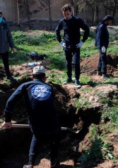 Phát hiện ngôi mộ chứa ít nhất 3.500 thi thể ở ngoại ô Raqqa (Syria)