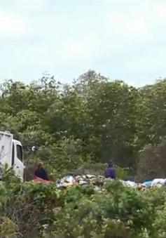 Tiền Giang: Bãi rác lớn có nguy cơ bị sóng cuốn trôi ra biển