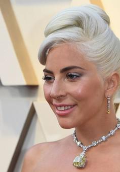 Lady Gaga khoe trang sức kim cương khủng trên thảm đỏ Oscar