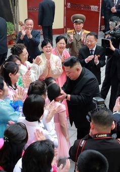 Chủ tịch Kim Jong-un nói gì khi thăm Đại sứ quán Triều Tiên tại Hà Nội?