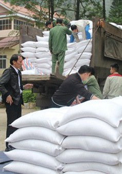 Hoàn thành cấp phát gạo cho dân nghèo