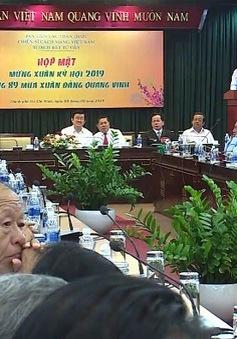 PTT Trương Hòa Bình gặp gỡ các chiến sĩ cách mạng bị địch bắt tù đày nhân dịp Tết Kỷ Hợi