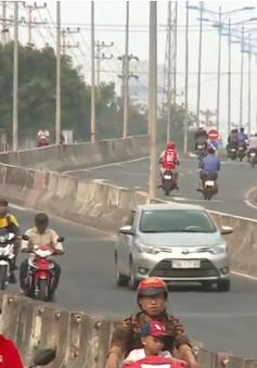 Bất chấp nguy hiểm, ngang nhiên vi phạm trên tuyến Nha Trang nối sân bay Cam Ranh