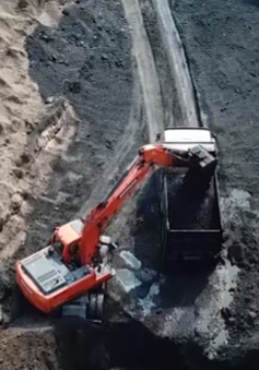 Khai thác hàng trăm tấn xít than trái phép tại Quảng Ninh