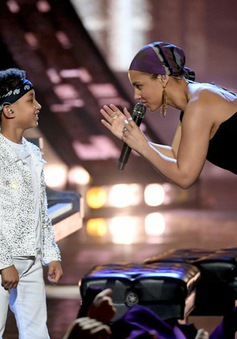 iHeartRadio Music Award 2019: Đưa con trai lên sân khấu, Alicia Keys có tiết mục siêu dễ thương