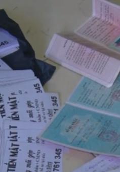 Bắt đối tượng rải hơn 30.000 tờ rơi quảng cáo tín dụng đen ở Bến Tre